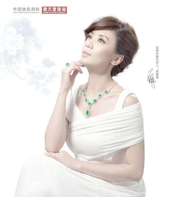 贾静雯为国内某珠宝品牌拍摄的广告大片