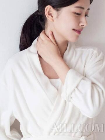 颈霜搭配提拉手法,两周跟颈纹Saybye