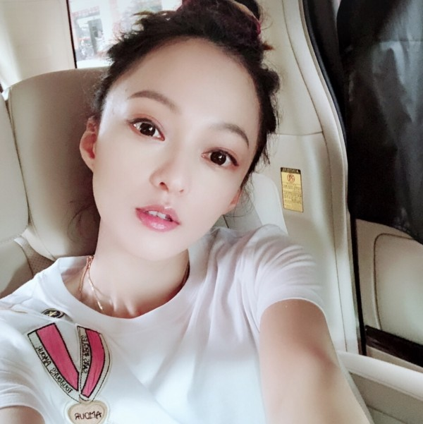 张韶涵自拍照
