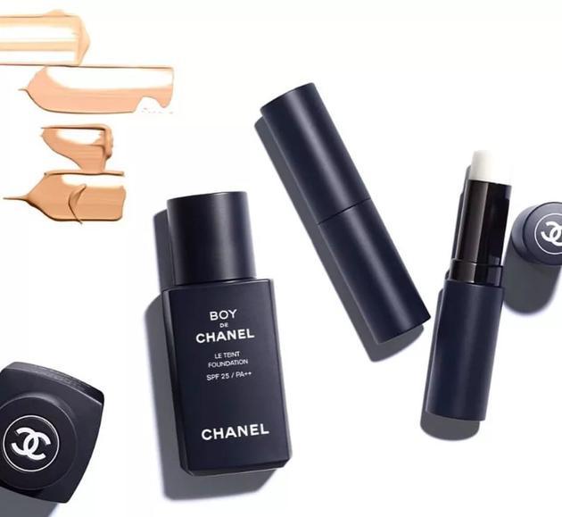 美妆成为Chanel大胆年轻化的试验场,去年该品牌推出首个男士美妆系列