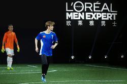 鹿晗参加欧莱雅男士型男足球友谊赛