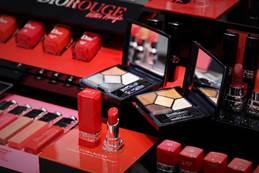 迪奥Dior 圣诞限量哑光口红 澳门币320 元/迪奥Dior 限量5色眼影 澳门币575 元