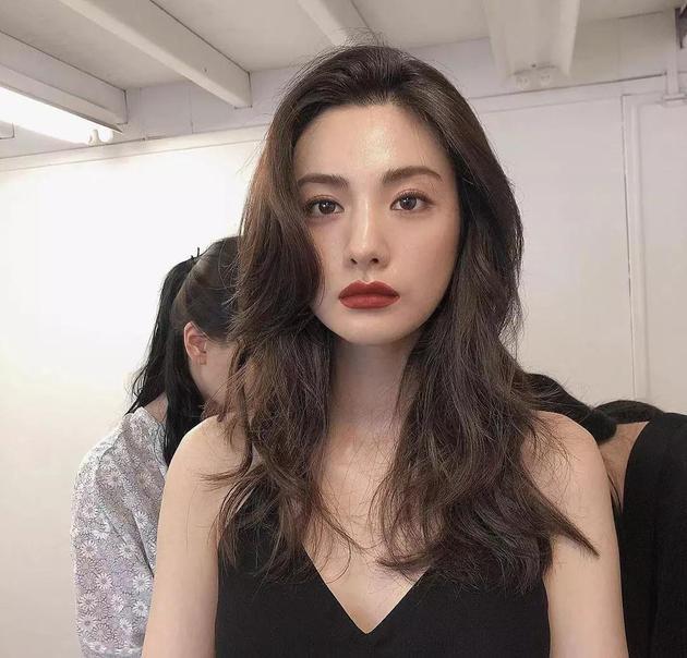 NANA红唇妆