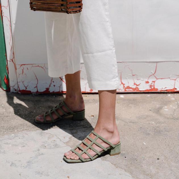 倪妮热巴穿同款绑带鞋 但脚胖的你只能选T字绑带