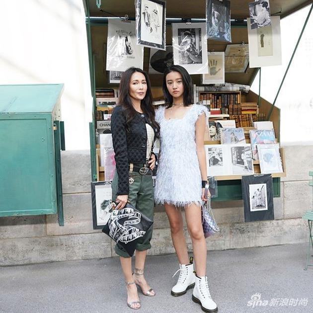 木村光希和妈妈巴黎看秀