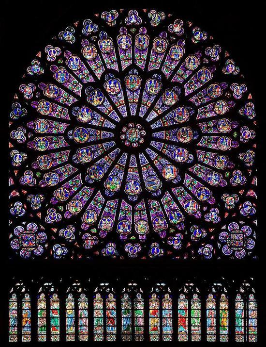 巴黎圣母院著名的玫瑰花窗