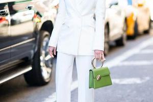 包子铺 | 春天在哪里 在这只绿色系的手袋里