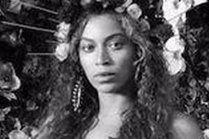 碧昂丝 | 与刚出生双胞胎拍大片 她的身上藏着一部艺术史