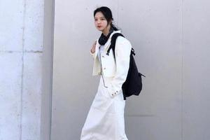白色T恤+黑色阔腿裤经典 一身黑色显气质