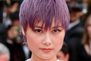 紫气东来显肤白 李宇春戛纳神仙发色太抢眼