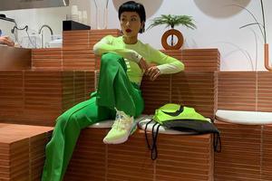潮流女王徐濠萦告诉你:要想时髦过得去身上来点荧光绿