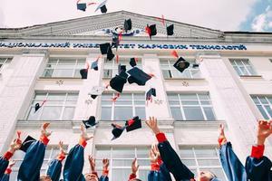 34款画风清奇的学士帽 毕业典礼瞬间变成吐槽大会