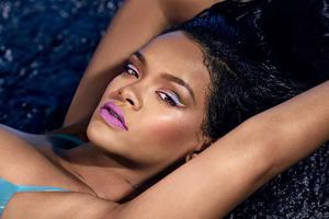 蕾哈娜到底有多厉害?靠冰淇淋眼线slay全场