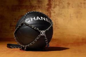 为什么奢侈品牌都开始做球了?
