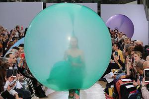 气球裙火了 但穿上街真的很怕被扎爆