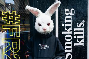 日本街头品牌被山寨 上海出现Fxxking Rabbits假冒发布会