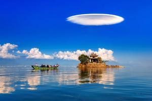 等一个人陪你去云南 看飞碟云、吃鲜花饼......