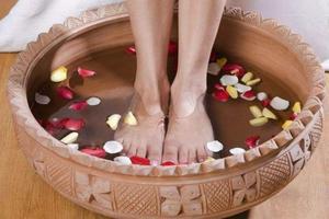 幸福感护肤 | 泡脚有助排毒减肥?Get5大好处和3个注意事项
