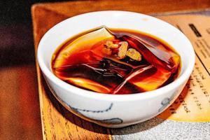 在四川,没有冰粉都不好意思吃火锅!