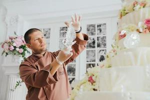 价值百万、高达4米的梦幻婚礼蛋糕长啥样