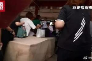 上海迪士尼回应周末翻包安检:正处于过渡阶段