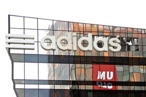 adidas指控日本鞋类品牌涉嫌侵犯商标权