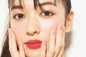 起床水肿脸怎么破?乳状化妆水帮你消肿
