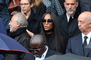 KateMoss、NaomiCampbell等人出席时尚摄影师Lindbergh葬礼