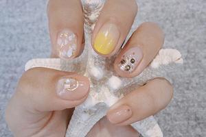 指尖上加点金色如此好看 金箔美甲可以安排了