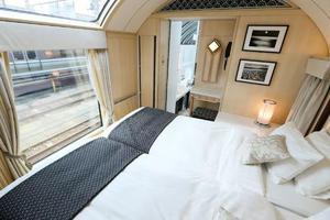 花6万块睡三晚火车卧铺?没想到还挺值的