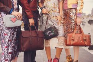 女人为什么都爱买包包