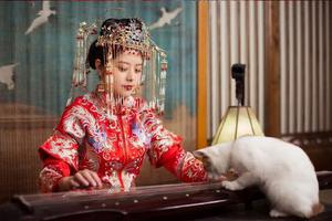 用18个易拉罐还原京剧凤冠?这是什么宝藏女孩