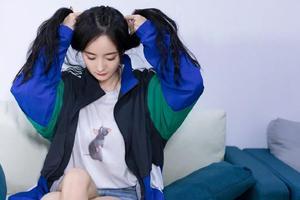 杨幂吴宣仪在线教学 不洗头能梳什么发型?
