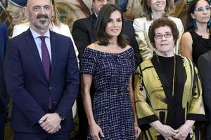 爱大牌、也把平价穿出气场 西班牙王后职场穿搭太可了
