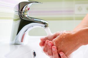 宝格丽推出酒精凝胶 雅诗兰黛启用纽约工厂生产洗手液