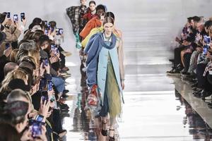 继米兰时装周后 巴黎时装周也宣布将在7月进行线上发布