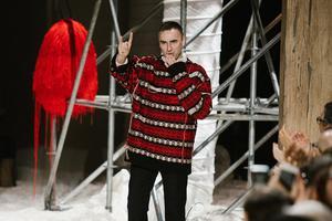时装设计师Raf Simons大学毕业设计正以10万美元价格出售