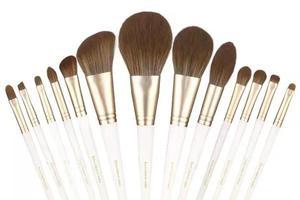 超实用美妆工具 新手也能打造无瑕妆容