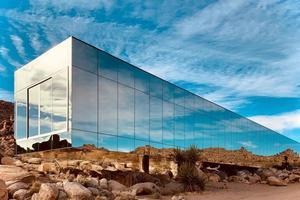 全镜面外形 盘点近年值得一看的镜屋建筑