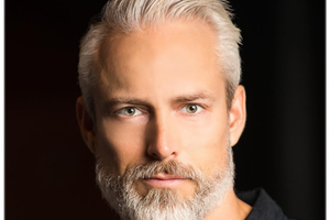 满头银发的他是九十年代奢侈品牌的御用男模