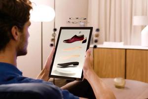 "Ferragamo推出皮鞋数字化定制 顾客会有兴趣自己""制鞋""吗"