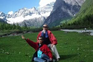 带患癌妻子旅行二十年 70岁老夫妻开房车游中国
