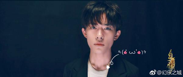 《少年的你》曝海报 26岁的周冬雨比易烊千玺还嫩