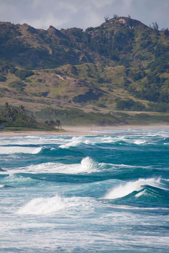 巴希巴海滩天然拥有适合冲浪的环境