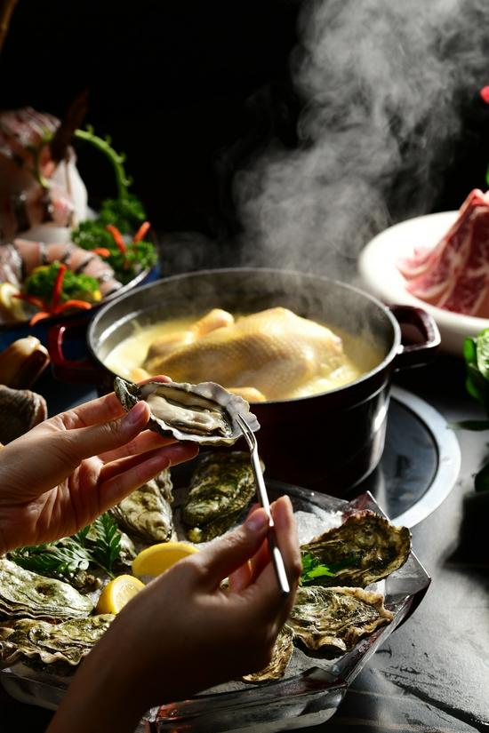 """火锅+生蚝 带来味蕾""""冰火两重天""""的绝妙体验"""