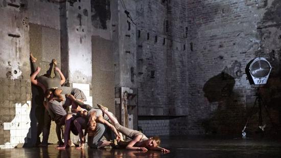 柏林国家舞蹈团也曾将这里变成了临时的剧院进行表演,这种得天独厚的人文氛围为舞蹈加分不少。