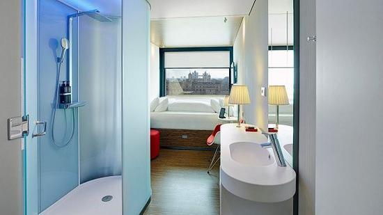 也有氛围灯颜色相对素雅的酒店,例如荷兰酒店品牌citizenM
