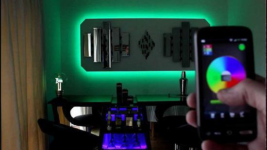 最理想的情况,是客房内氛围灯的颜色和亮度可以完全自由调节