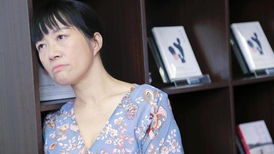 诗人余秀华接受新浪时尚专访