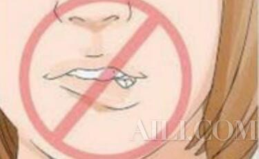 你的唇膏跟试色不一样?都是没好好护唇惹的祸